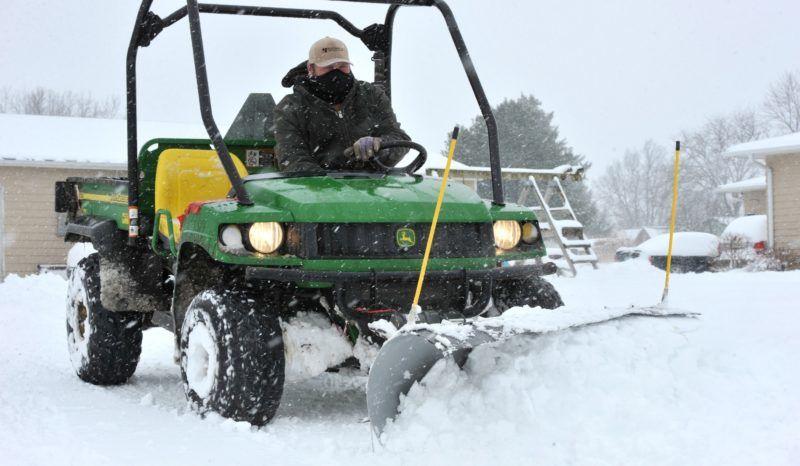 New Virginia, 2019. január 13. Hótakarító gép az Iowa állambeli New Virginiában 2019. január 12-én, miután hóvihar volt a térségben. MTI/EPA/STEVE POPE