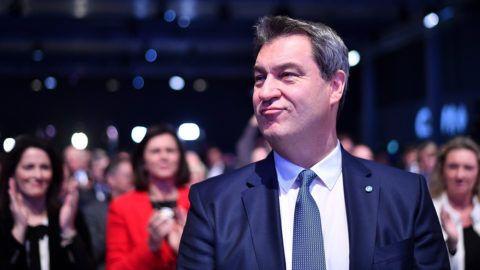 München, 2019. január 19.Markus Söder bajor tartományi miniszterelnök a bajor Keresztényszociális Unió, a CSU elnökválasztó gyűlésén Münchenben 2019. január 19-én. Horst Seehofer német belügyminiszter, a CSU elnöke november közepén bejelentette, hogy január 19-ig marad a párt vezetője, hivatali utódjául Södert választották meg.MTI/EPA/Philipp Guelland