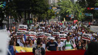 Caracas, 2019. január 30. Juan Guaidó támogatói Nicolás Maduro hivatalban levõ venezuelai elnök ellen tüntetnek Caracasban 2019. január 30-án. Január 23-án az ellenzékhez tartozó Juan Guaidó parlamenti elnök ideiglenes államfõvé nyilvánította magát, és az Egyesült Államok, valamint több térségbeli ország elismerte õt venezuelai elnökként. MTI/EPA/EFE/Miguel Gutiérrez