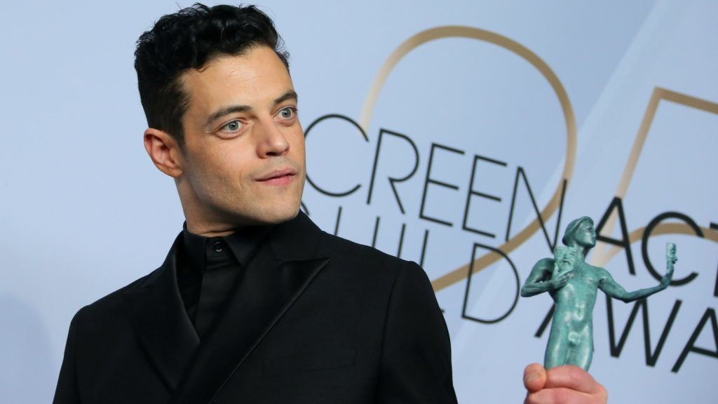 """Outstanding Performance by a Male Actor in a Leading Role in """"Bohemian Rhapsody"""" winner Rami Malek poses in the press room during the 25th Annual Screen Actors Guild Awards at the Shrine Auditorium in Los Angeles on January 27, 2019. (Photo by Jean-Baptiste LACROIX / AFP)"""