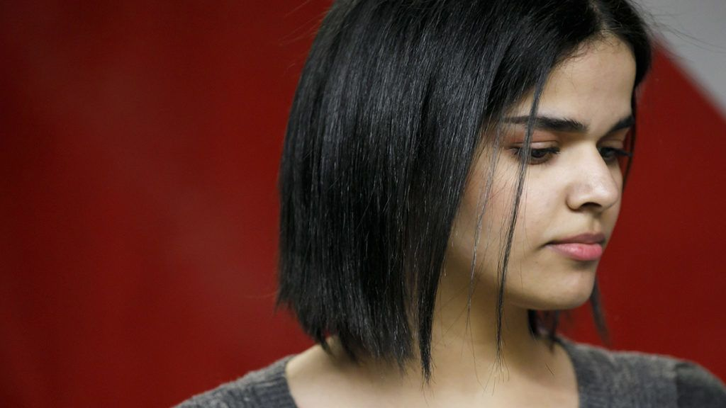 Rahaf Mohammed al-Qunun, 18,addresses the media at a press conference in Toronto at the offices of COSTI, a refugee resettling agency, on January 15, 2019. - Prime Minister Justin Trudeau notched himself a political win ahead of Canadian legislative elections by granting asylum to the teenage Saudi girl fleeing her parents, experts here say. Trudeau sent Foreign Minister Chrystia Freeland to greet 18-year-old Rahaf Mohammed al-Qunun as the young woman landed in Toronto on January 12, 2019. (Photo by Cole BURSTON / AFP)
