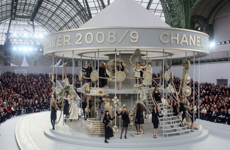 Models present creations by German designer Karl Lagerfeld for Chanel during the autumn/winter 2008-2009 ready-to-wear collection show in Paris, 29 February 2008. AFP PHOTO FRANCOIS GUILLOT (Photo by FRANCOIS GUILLOT / AFP)
