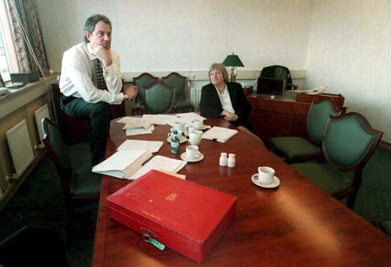 British Prime Minister Tony Blair (L) and Northern Ireland Secretary Mo Mowlam take a break during their Northern Ireland peace talks in Castle Buildings in Stormont. An historic agreement to end three decades of bloody sectarian conflict in Northern Ireland was imminent 10 April, as the protagonists were presented with a final draft accord. (Photo by JOHN GILES / POOL / AFP)