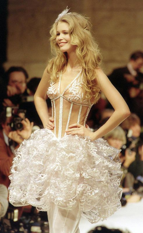 Picture dated 26 January 1993 shows top model Claudia Schiffer as she wears a transparent guêpière and skirt of crinkled plastic, styled by Karl Lagerfeld, during the 1993 Spring-Summer Haute Couture collection by Chanel. (Photo by PIERRE GUILLAUD / AFP)
