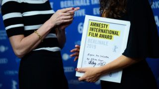 """16 February 2019, Berlin: 69th Berlinale - Awards ceremony of independent juries, The prize for the best film of the jury of the Amnesty International Film Prize is awarded to the film """"Espero tua (re)volta"""". Photo: Gregor Fischer/dpa"""
