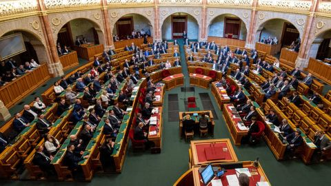 Image: 73867259, Az ellenzÈki kÈpviselık kivonulnak az ¸lÈsterembıl az Orsz·ggy˚lÈs plen·ris ¸lÈsÈnek kezdetÈn, majd sajtÛt·jÈkoztatÛt tartanak a Parlamentben 2019. febru·r 18-·n., Place: Budapest, Hungary, License: Rights managed, Model Release: No or not aplicable, Property Release: Yes, Credit: smagpictures.com