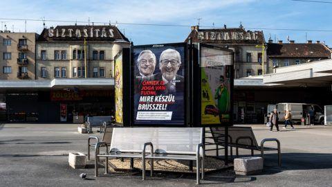 """Image: 73868823, A korm·ny ˙jabb plak·tkamp·nyt indÌtott 2019. febru·rban """"÷nnek is joga van tudni, mire kÈsz¸l Br¸sszel!"""" felirattal, Soros gyˆrgy Ès Jean-Claude Juncker arckÈpÈvel., Place: Budapest, Hungary, License: Rights managed, Model Release: No or not aplicable, Property Release: Yes, Credit: smagpictures.com"""