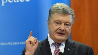 Ukrainian President Petro Poroshenko speaks during a joint press conference with Lithuania's President and Poland's President during a meeting at the headquarters of a multinational Lithuanian, Polish, and Ukrainian brigade in Lublin on February 22, 2019. (Photo by Janek SKARZYNSKI / AFP)