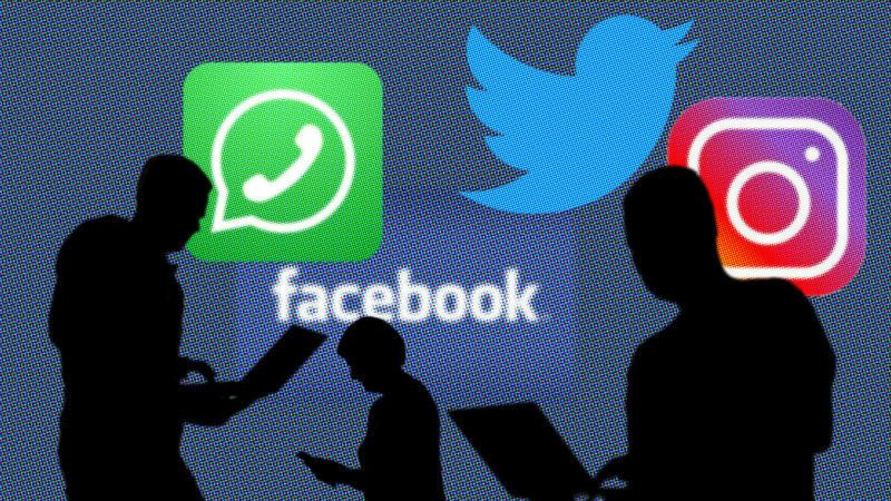 Symbolic photo: Facebook, whatsApp, Twitter, instagram, social networks, people silhouettes on laptop and smartphone, iPad in front of logos, logo. | usage worldwide