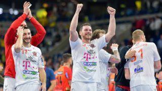 21 November 2018, Baden-Wuerttemberg, Mannheim: Handball: Champions League, Rhein-Neckar Löwen - Telekom Veszprem, Group phase, Group A, 9th matchday. Veszprems Dragan Gajic (l) and Veszprems Mirsad Terzic cheer for victory with their team-mates. Photo: Uwe Anspach/dpa
