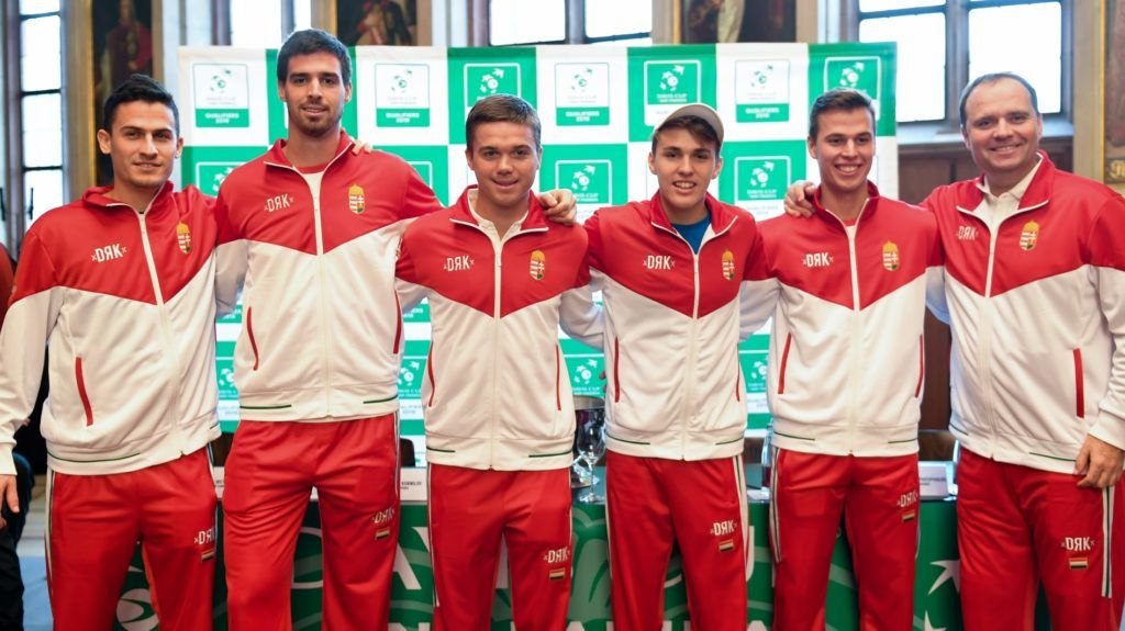 31 January 2019, Hessen, Frankfurt/Main: The Hungarian tennis players Attila Balazs (l-r), Gabor Borsos, Peter Nagy, Szombor Piros and David Szintai, as well as team captain Gabor Köves, will be playing in the Kaisersaal after the draw for the Davis Cup first-round match between Germany and Hungary. The two teams will meet at the Fraport Arena on February 1 and 2. Photo: Arne Dedert/dpa