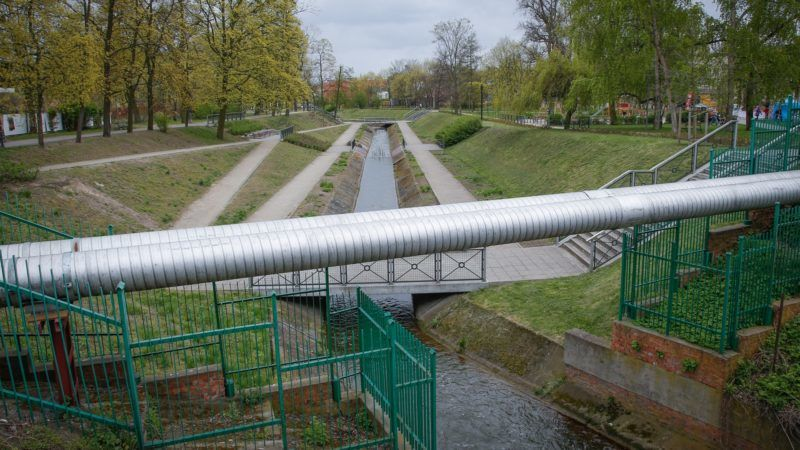 A gas pipeline is seen near a residential area in Bydgoszcz, Poland on 22 April, 2017. Poland, a NATO member is dependent on Russia for sourcing around two thrids of its gas. Recently a liquid natural gas terminal has been built on the Polish Baltic coast to diversify its energy sourcing and the country is negotiating buying gas from US suppliers who have been profiting from a shale gas boom in recent years. (Photo by Jaap Arriens/NurPhoto)