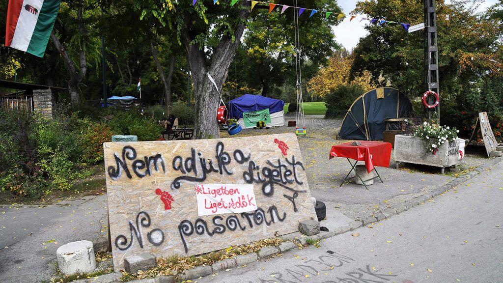 Budapest, 2017. október 11.A Városligetben sátoroznak a Ligetvédők nevű civil mozgalom aktivistái, akik aktívan fellépnek a Liget Budapest projekt ellen, azért, hogy ne építsenek múzeumi negyedet a Városligetbe.MTVA/Bizományosi: Balaton József ***************************Kedves Felhasználó!Ez a fotó nem a Duna Médiaszolgáltató Zrt./MTI által készített és kiadott fényképfelvétel, így harmadik személy által támasztott bárminemű – különösen szerzői jogi, szomszédos jogi és személyiségi jogi – igényért a fotó készítője közvetlenül maga áll helyt, az MTVA felelőssége e körben kizárt.