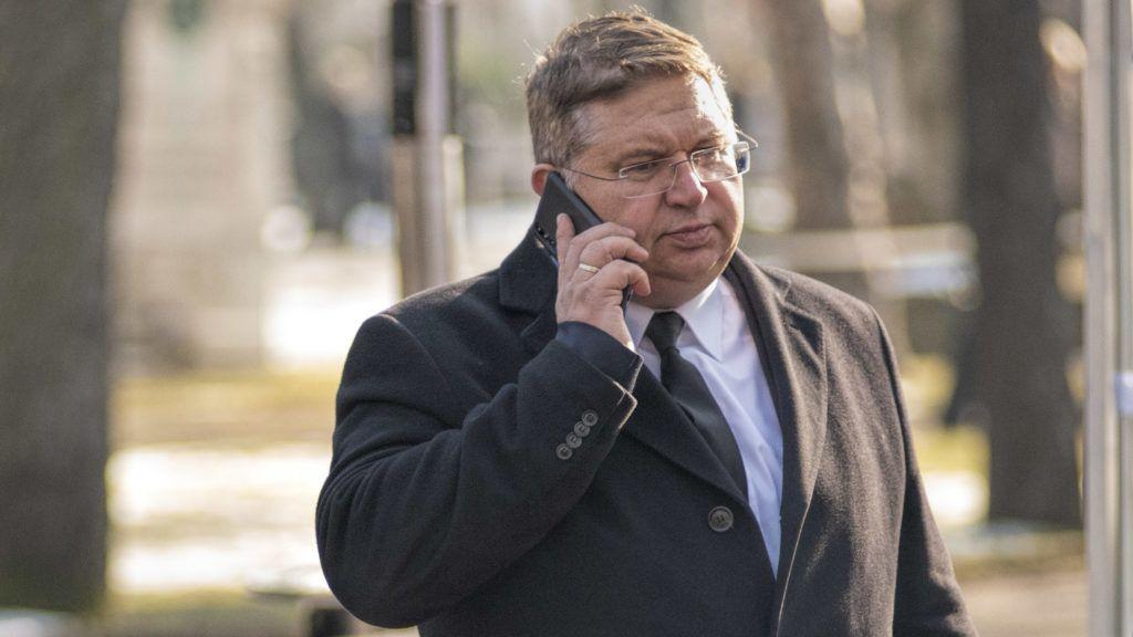 Milliárdokat fizethetünk az Orbán családnak dolgozó ügyvédi iroda miatt, Rogán mégsem tud megválni tőlük
