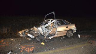 Albertirsa, 2019. február 3. Ütközésben összetört személygépkocsi Albertirsa közelében 2019. február 3-án. A 4-es fõút 53-as kilométerénél a személyautó egy kamionnal ütközött. A balesetben két ember meghalt, egy súlyosan megsérült. MTI/Mihádák Zoltán
