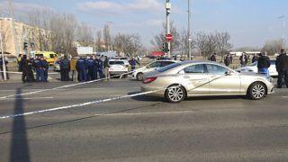 Budapest, 2019. február 15.Rendőrök helyszínelnek a XIV. kerületi Szentmihályi út és Nyírpalota út kereszteződésénél 2019. február 15-én, miután a helyszínen elfogták azt a férfit, aki az ítélethirdetést követően megszökött a Fővárosi Törvényszék egyik tárgyalóterméből.MTI/Mihádák Zoltán