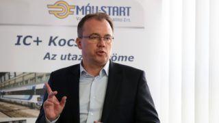 Szolnok, 2018. március 9. Csépke András, a MÁV-START Zrt. vezérigazgatója az IC+ vasúti kocsik sorozatgyártásának aktuális helyzetérõl tartott sajtótájékoztatón a MÁV-START Szolnoki Jármûjavító Üzemében 2018. március 9-én. MTI Fotó: Mészáros János