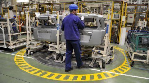 Esztergom, 2012. április 20. Beszerelésre váró ajtók a Magyar Suzuki Zrt. esztergomi gyárában. A kép csak a gyár működését bemutató illusztrációként használható fel. MTI Fotó: Kovács Attila