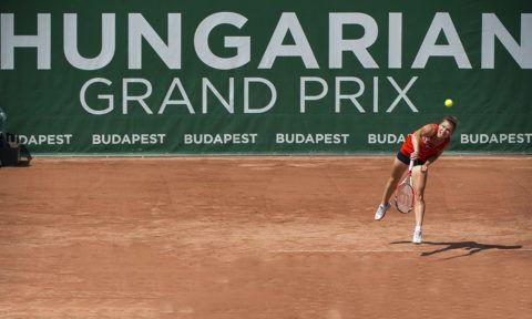Budapest, 2013. j˙lius 14.A rom·n Simona Halep vissza¸ti a labd·t az osztr·k Yvonne Meusburger elleni mÈrkızÈsÈn a Hungarian Grand Prix 2013 nemzetkˆzi teniszverseny dˆntıjÈben a RÛmai TeniszakadÈmi·n 2013. j˙lius 14-Èn.MTI FotÛ: IllyÈs Tibor