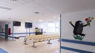 Nyíregyháza, 2017. január 12. A Jósa András Oktatókórház gyermekosztályának  üres folyosója Nyíregyházán 2017. január 12-én. A Szabolcs-Szatmár-Bereg megyében szaporodó influenzás megbetegedések és hurutos, légúti fertõzések miatt továbbra is érvényben van a részleges látogatási tilalom a Szabolcs-Szatmár-Bereg Megyei Kórházak és Egyetemi Oktatókórház Jósa András Oktatókórházának szülészet-nõgyógyászati osztályán, gyermekosztályán és újszülött részlegén. MTI Fotó: Balázs Attila