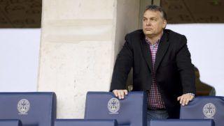 Felcsút, 2015. március 21. Orbán Viktor miniszterelnök nézi az OTP Bank Liga 21. fordulójában játszott Puskás Akadémia - Videoton FC mérkőzést a felcsúti Pancho Arénában 2015. március 21-én. MTI Fotó: Koszticsák Szilárd