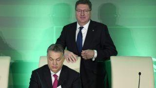 Budapest, 2018. március 6. Orbán Viktor miniszterelnök (b) és Parragh László, a Magyar Kereskedelmi és Iparkamara (MKIK) elnöke a kamara gazdasági évnyitóján a Boscolo Budapest szállodában 2018. március 6-án. MTI Fotó: Koszticsák Szilárd
