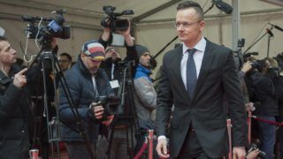 Bukarest, 2019. január 31. A Külgazdasági és Külügyminisztérium (KKM) által közreadott képen Szijjártó Péter külgazdasági és külügyminiszter érkezik az EU informális külügyminiszteri találkozójára Bukarestben 2019. január 31-én. MTI/KKM/Burger Zsolt