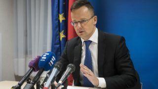 Brüsszel, 2019. február 4. A Külgazdasági és Külügyminisztérium által közreadott képen Szijjártó Péter külgazdasági és külügyminiszter nyilatkozik a sajtónak az uniós tagállamok és az Arab Liga országainak külügyminisztereinek tanácskozásán Brüsszelben 2019. február  4-én. A tanácskozáson az EU és az Arab Liga február 24-25-én Egyiptomban tartandó csúcstalálkozóját készítik elõ. MTI/KKM/Burger Zsolt