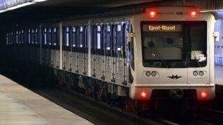 Budapest, 2017. november 3. Metrószerelvény az Újpest-Városkapu állomáson a 3-as metró felújítása elõtti utolsó napon, 2017. november 3-án. Az Újpest-Központ és a Lehel tér közötti szakasz felújítása várhatóan egy évig tart. MTI Fotó: Máthé Zoltán