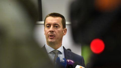 Budapest, 2018. szeptember 29. Sneider Tamás, a Jobbik elnöke (j) beszél a párt kongresszusáról tartott sajtótájékoztatón a budapesti Dürer Rendezvényházban 2018. szeptember 29-én. MTI Fotó: Bruzák Noémi