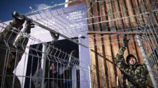 Davos, 2019. január 20. Biztonsági elõkészületeket végeznek a 49. Világgazdasági Fórumnak otthont adó kongresszusi központnál a svájci Davosban 2019. január 20-án. A nemzetközi tanácskozást idén január 22. és 25. között rendezik. MTI/EPA/KEYSTONE/Gian Ehrenzeller