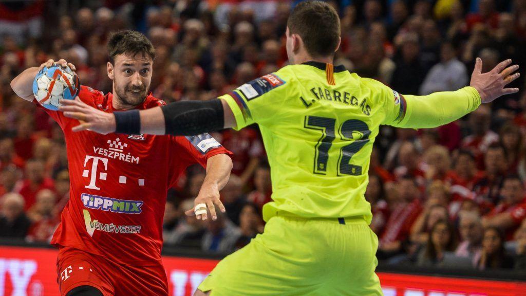 Veszprém, 2019. február 9. A veszprémi Lékai Máté (b) és Ludovic Fabregas, a spanyol csapat játékosa a férfi kézilabda Bajnokok Ligája csoportkörében az A csoportban játszott Telekom Veszprém - Barcelona mérkõzésen a Veszprém Arénában 2019. február 9-én. MTI/Bodnár Boglárka