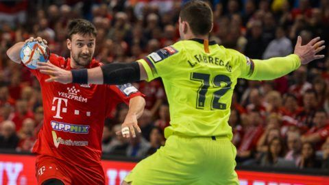 Veszprém, 2019. február 9.<br /> A veszprémi Lékai Máté (b) és Ludovic Fabregas, a spanyol csapat játékosa a férfi kézilabda Bajnokok Ligája csoportkörében az A csoportban játszott Telekom Veszprém - Barcelona mérkõzésen a Veszprém Arénában 2019. február 9-én.<br /> MTI/Bodnár Boglárka