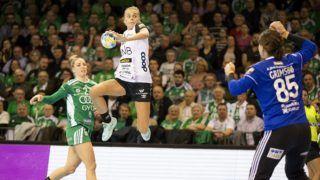 Gyõr, 2019. február 9. Sunniva Amalie Naes Andersen (b2), a norvég csapat játékosa, mellette a gyõri Cornelia Nicke Groot (b) és Kari Aalvik Grimsbö a nõi kézilabda Bajnokok Ligája középdöntõjének 3. fordulójában játszott Gyõri Audi ETO KC - Vipers Kristiansand mérkõzésen a gyõri Audi Arénában 2019. február 9-én. MTI/Krizsán Csaba