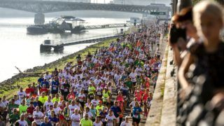 Budapest, 2018. szeptember 9. A 33. Wizz Air Budapest Félmaraton résztvevõi a Valdemar és Nina Langlet rakparton 2018. szeptember 9-én. MTI Fotó: Mohai Balázs