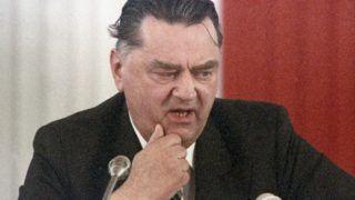 Varsó, 2019. február 8. 1991. december 21-én a kormányfõvé választásával végzõdõ varsói parlamenti ülésen készített kép Jan Olszewskirõl. Az egykori lengyel miniszterelnök, kommunistaellenes aktivista, ügyvéd és publicista Olszewski 2019. február 7-én, 88 éves korában Varsóban elhunyt. MTI/AP/Czarek Sokolowski