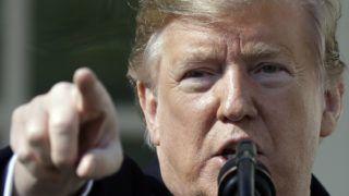 Washington, 2019. február 15. Donald Trump amerikai elnök sajtótájékoztatót tart a washingtoni Fehér Ház kerrtjében 2019. február 15-én, ahol rendkívüli állapotot hirdetett ki annak érdekében, hogy a kongresszus megkerülésével elõteremthesse a mexikói határra ígért fal megépítéséhez szükséges pénzösszeget. Trump  a bejelentése elõtt aláírta a kormány finanszírozásáról szóló és a kongresszus által megszavazott törvényt, így véglegesen elkerülhetõvé vált az újabb részleges kormányzati leállás. MTI/AP/Evan Vucci