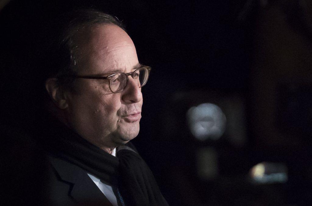 Párizs, 2019. február 20. Francois Hollande volt francia elnök az elmúlt hetekben elkövetett antiszemita támadások elleni tiltakozáson Párizsban 2019. február 19-én. Az antiszemitizmus elleni országos megmozdulást az ellenzéki szocialisták kezdeményezték tiltakozásul az ellen, hogy a hivatalos adatok szerint tavaly 74 százalékkal növekedett az antiszemita incidensek száma az elõzõ évhez képest, valamint a kormány adó- és gazdaságpolitikája ellen tiltakozó sárgamellényesek felvonulásain rendszeressé váltak az antiszemita szlogenek és cselekmények. MTI/EPA/Ian Langsdon