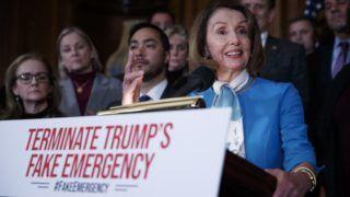 Washington, 2019. február 26. Nancy Pelosi, az amerikai képviselõház elnöke sajtóértekezletet tart a Donald Trump elnök által elrendelt rendkívüli állapot megszüntetésérõl szóló határozattervezetrõl az amerikai törvényhozás, a Capitolium washingtoni épületében 2019. február 25-én. A képviselõházban várhatóan február 26-án szavaznak a határozattervezetrõl. MTI/EPA/Shawn Thew
