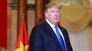 Hanoi, 2019. február 27. Donald Trump amerikai elnök a Nguyen Phu Trong vietnami elnökkel kezdõdõ tárgyalásuk helyszínére tart Hanoiban 2019. február 27-én. Donald Trump és Kim Dzsong Un észak-koreai vezetõ második csúcstalálkozóját február 27-én és 28-án tartják a vietnami fõvárosban. MTI/EPA/Luong Thai Linh