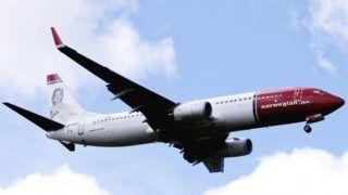 Oslo, 2019. február 7. A 2009. július 27-i képen a Norwegian Air Shuttle légitársaság Boeing 737-800 típusú utasszállító repülõgépe landol az oslói Gardermoen repülõtéren. 2019. február 7-én bombafenyegetés miatt visszafordult a légitársaság Stockholmból Nizzába tartó DY4321-es számú járata 169 emberrel a fedélzetén. A svéd hatóságok a stockholmi Arlanda repülõtéren várták a légi jármûvet. MTI/EPA/NTB SCANPIX/Kyrre Lien