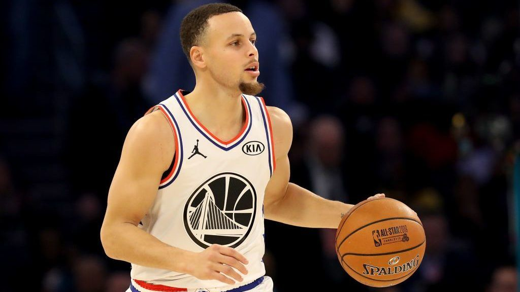 CHARLOTTE, NORTH CAROLINA - FEBRUARY 17: Stephen Curry #30 of the Golden State Warriors dribbles upcourt against Team LeBron in the second quarter during the NBA All-Star game as part of the 2019 NBA All-Star Weekend at Spectrum Center on February 17, 2019 in Charlotte, North Carolina.  NOTE TO USER: User expressly acknowledges and agrees that, by downloading and/or using this photograph, user is consenting to the terms and conditions of the Getty Images License Agreement.  (Photo by Streeter Lecka/Getty Images)