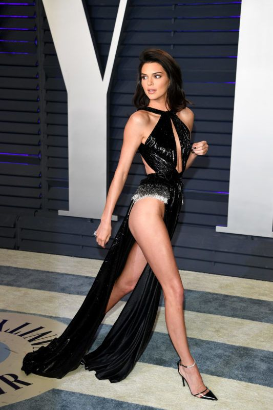 BEVERLY HILLS, CALIFORNIA - FEBRUARY 24: Kendall Jenner attends 2019 Vanity Fair Oscar Party Hosted By Radhika Jones   at Wallis Annenberg Center for the Performing Arts on February 24, 2019 in Beverly Hills, California. (Photo by Daniele Venturelli/WireImage)