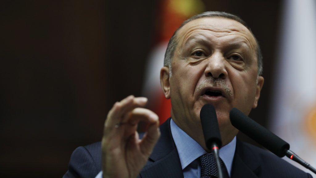 Ankara, 2019. január 8. Recep Tayyip Erdogan török elnök beszédet mond a kormányzó Igazság és Fejlõdés Pártja (AKP) parlamenti frakcióülésén Ankarában 2019. január 8-án. MTI/AP/Burhan Ozbilici
