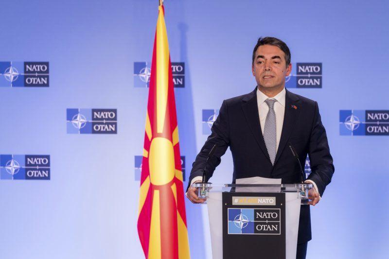 Brüsszel, 2019. február 6. Nikola Dimitrov macedón külügyminiszter beszél a Jens Stoltenberg NATO-fõtitkárral tartott sajtótájékoztatón, miután Észak-Macedónia aláírta a NATO-csatlakozásról szóló jegyzõkönyvet a katonai szövetség tagállamainak brüsszeli ülésén 2019. február 6-án. Az aktus lehetõvé teszi, hogy a balkáni ország az Észak-atlanti Szerzõdés Szervezetének 30. tagjává váljon. MTI/AP/Geert Vanden Wijngaert