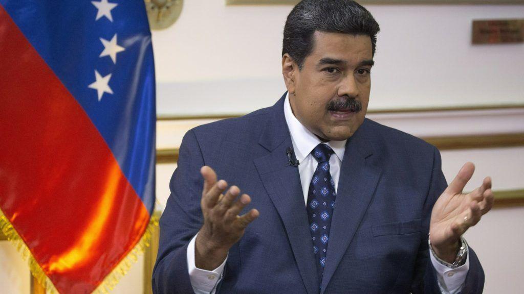 Caracas, 2019. február 15. Nicolás Maduro venezuelai elnök interjút ad az Associated Press amerikai hírügynökségnek a caracasi elnöki rezidencián, a Miraflores-palotában 2019. február 14-én. Januárban Juan Guaidó, az ellenzéki többségû parlament vezetõje ideiglenes államfõnek nyilvánította magát Venezuelában. MTI/AP/Ariana Cubillos