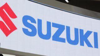 Tokió, 2017. október 25. Szuzuki Tosihiro, a Suzuki Motor elnöke bemutatja a japán jármûgyártó e-Survivor kompakt sport kombi terepjáróját (SUV) a 45. Tokiói Autószalonon 2017. október 25-én. (MTI/EPA/Majama Kimimasza)