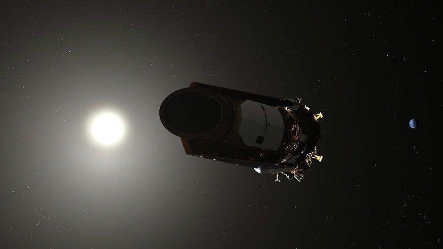 Világûr, 2018. október 30. A NASA amerikai ûrhivatal által 2018. október 30-án közreadott számítógépes grafika a Kepler ûrteleszkópról. A NASA aznap bejelentette, hogy elfogyott az exobolygóvadász üzemanyaga, így kivonják a forgalomból, mert már nem tud adatokat küldeni, vagy fogadni. A 2009-ben Föld-körüli pályára állított ûrteleszkóp több ezer naprendszeren kívüli bolygót talált, de 2013 óta korlátozott üzemmódban mûködik. A teleszkóp TESS (Transiting Exoplanet Survey Satellite) elnevezésû utódját 2018. áprilisban indították útjára. MTI/EPA/NASA