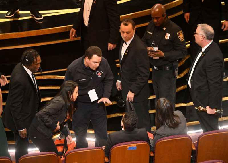 HOLLYWOOD, CALIFORNIA - FEBRUARY 24: An EMT (standing, center) speaks with Rami Malek (seated, center) during the 91st Annual Academy Awards at Dolby Theatre on February 24, 2019 in Hollywood, California. (Photo by Kevin Winter/Getty Images)
