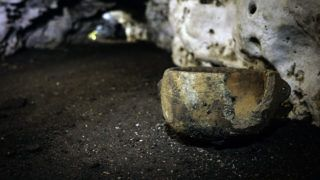 """Handout picture released on March 4, 2019 by Mexico's National Institute of Anthropology and History (INAH) showing the inside of the Balamku Cave in the archaeological site of Chichen Itza, Mexico. - Archaeologists have discovered a cave filled with hundreds of artifacts beneath the ruins of the Mayan city of Chichen Itza in Mexico, the lead researcher on the project says, describing the find as """"incredible."""" (Photo by Karla Ortega / INAH / AFP) / RESTRICTED TO EDITORIAL USE - MANDATORY CREDIT """"AFP PHOTO / INAH / KARLA ORTEGA"""" - NO MARKETING NO ADVERTISING CAMPAIGNS - DISTRIBUTED AS A SERVICE TO CLIENTS"""